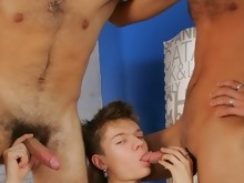 Three twinks play with speculum